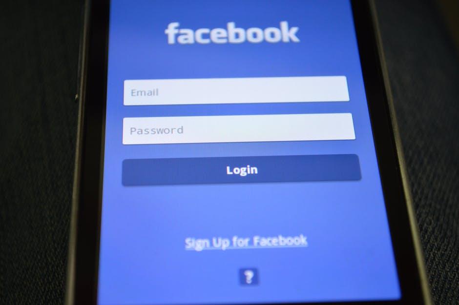 Facebook demandada por violación a la privacidad